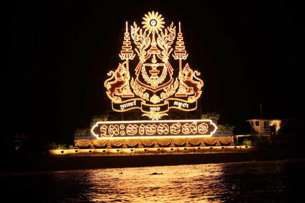 Fete des eaux phnom penh bateau