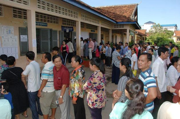 File attente elections conseillers communaux cambodge 2017