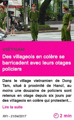 Societe des villageois en colere se barricadent avec leurs otages policiers
