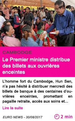 Societe le premier ministre distribue des billets aux ouvrieres enceintes